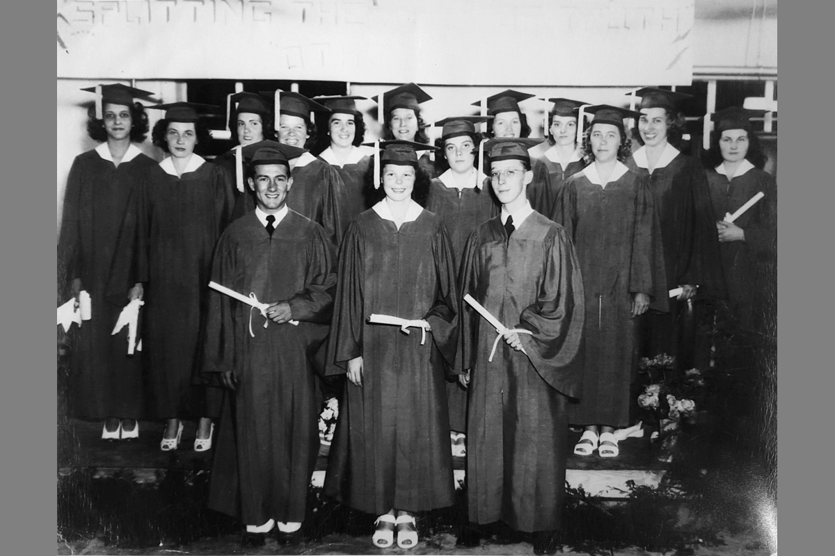 1947 Graduates-web